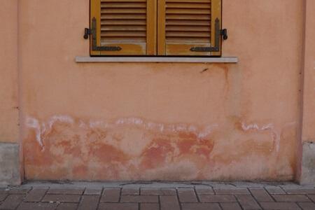 vlaga u zidu kuće